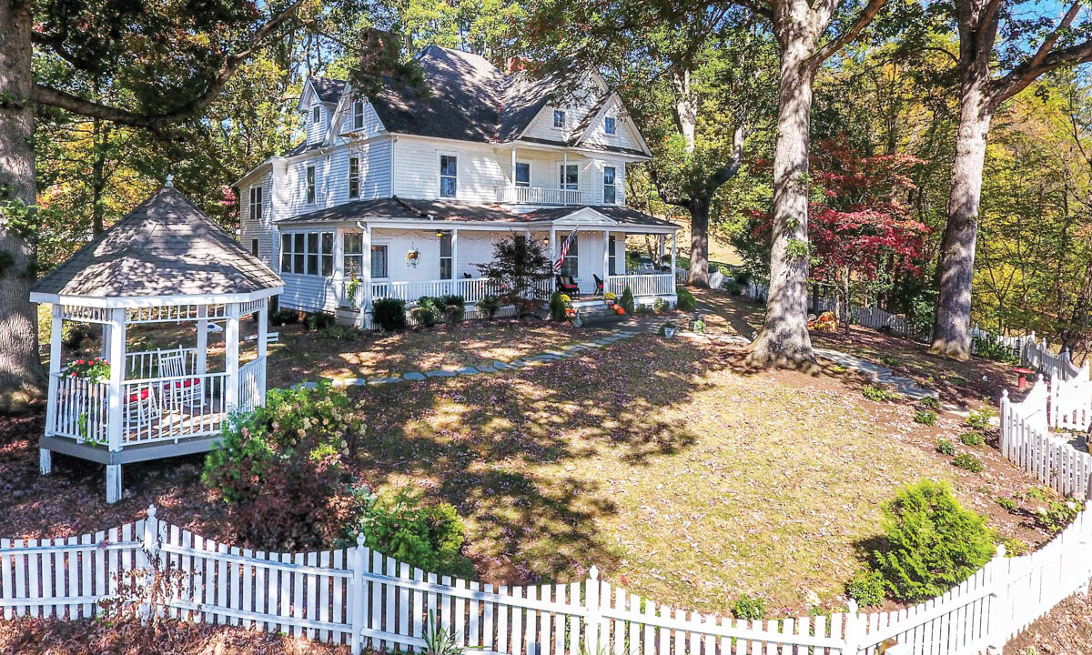 At Home Oak Hill On Love Lane Bed Breakfast The Laurel Of